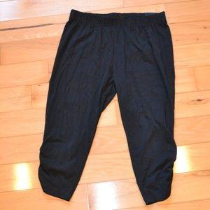 Lane Bryant black capri ruched legging 18